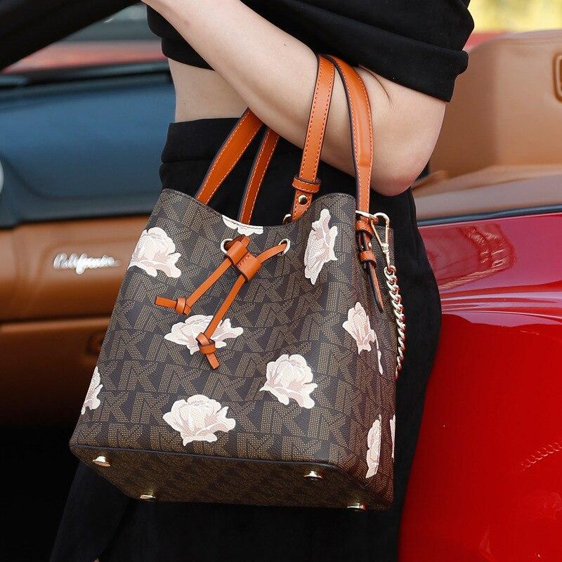 2019 new marakaro bag women's MK bag leather bucket bag European and American fashion hand-held one shoulder slant span bag