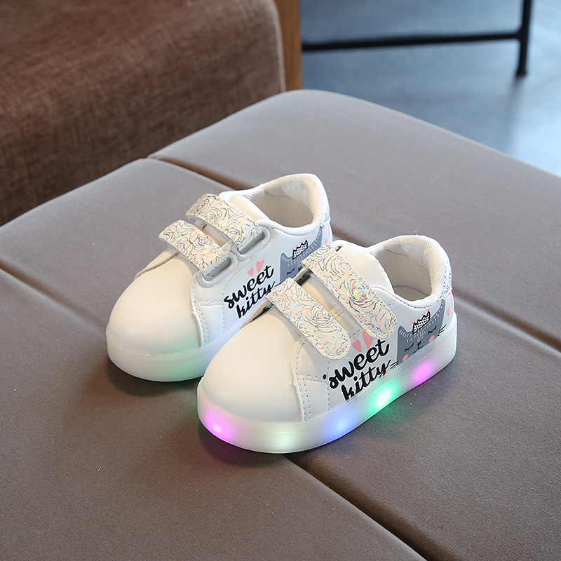 Fashion Cute Patch Hot Sales Infant Tennis LED Baby Casual Shoes Lovely Breathable Lighted Girls Shoes Cute Baby Sneakers
