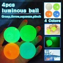 4 pçs bolas pegajosas alívio do estresse bolas pegajosas bola de estresse fluorescente descompressão brinquedo bola de estresse para o teto (cor aleatória)