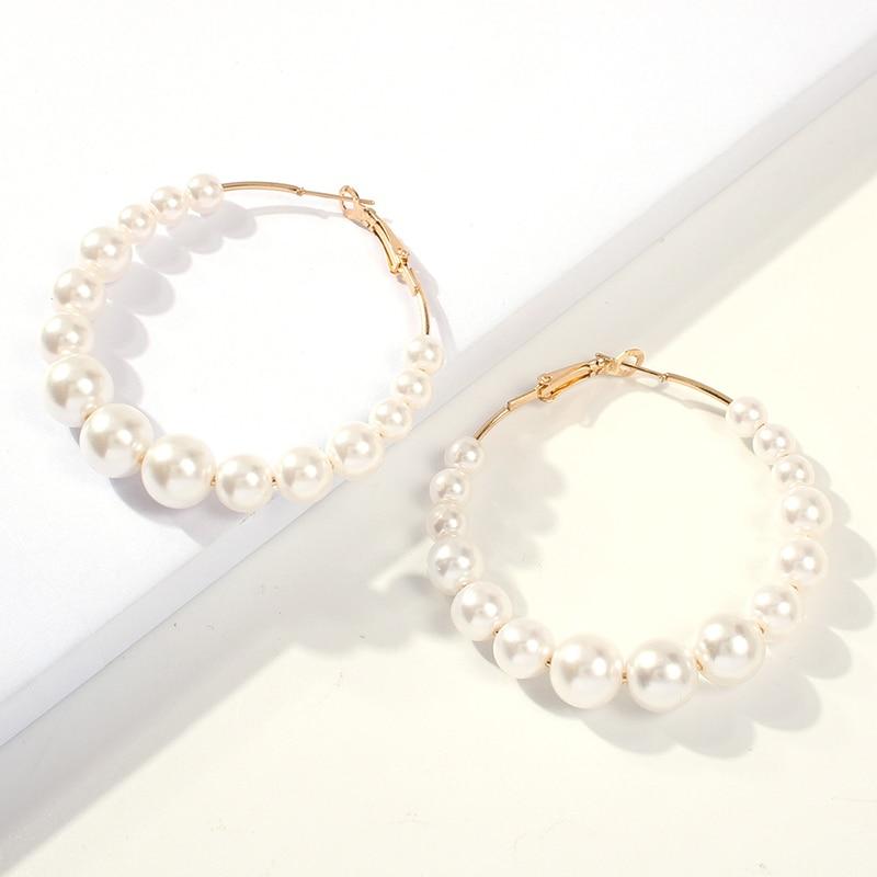 1 par Branco Elegante Pérolas Rodada Brincos de Argola Mulheres Pequeno Grande Círculo de Pérolas Brincos Moda Jóias de Noivado de Casamento Das Mulheres