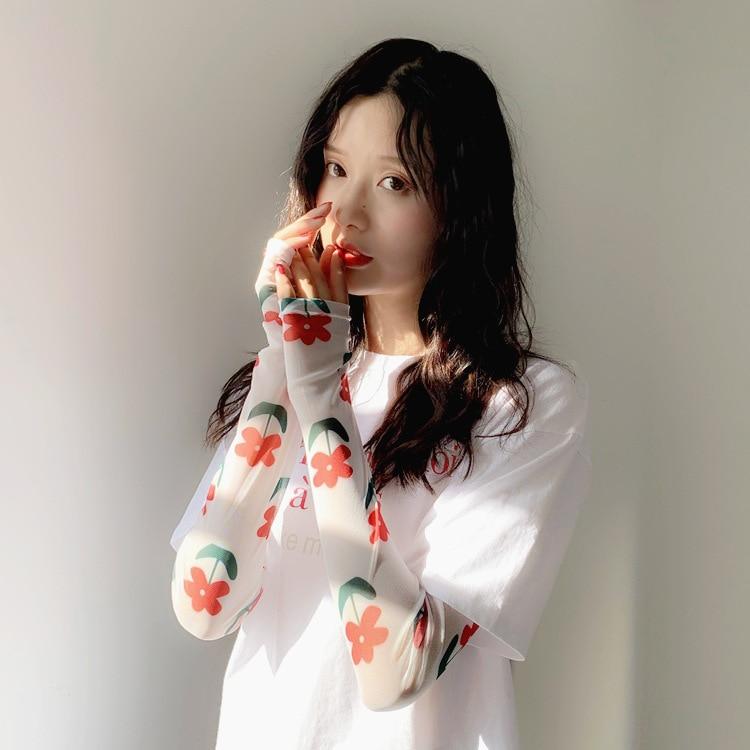 2020 Web Celebrity Ice Silk Sleeve Female Lovely Sun Protection Arm Sleeve Design Fashion Charm Printing Arm Sleeve For Women