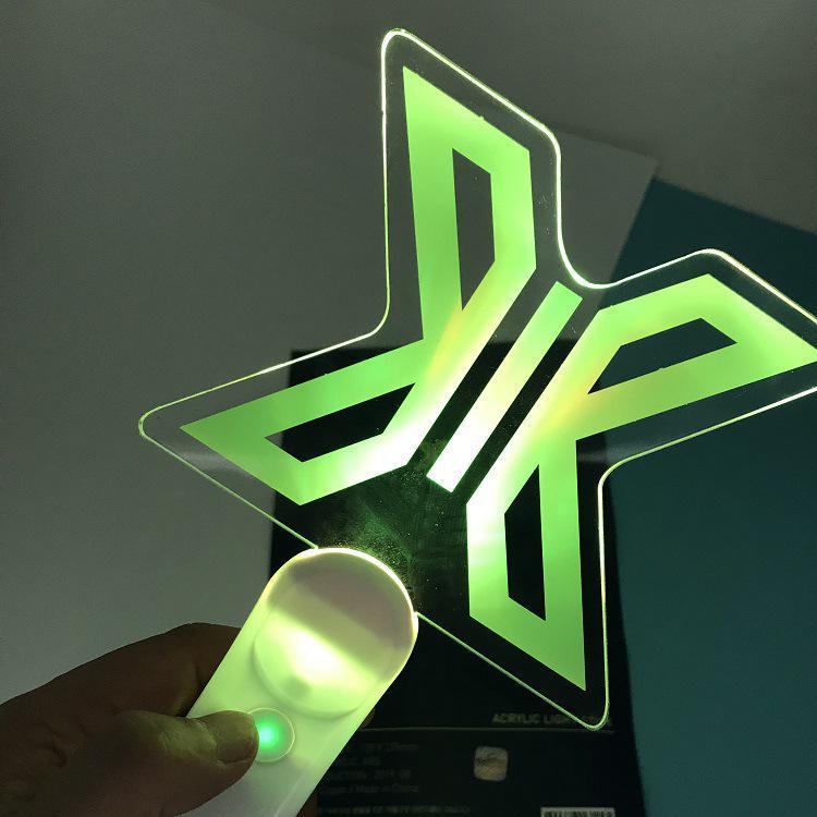 Palo de luz de mano Led para X1 X un concierto lámpara de brillo palo de luz V Fans regalo juguetes luminosos Nueva luz nocturna con Sensor de movimiento inteligente LED lámpara de noche a pilas WC lámpara de noche para habitación pasillo inodoro DA