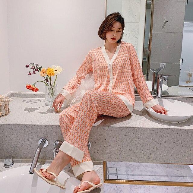 2021 Spring Women's Pajamas Set New Luxury Style Fashion Cross Letter Print Sleepwear Silk Like Leisure Home Clothes Nightwear 3