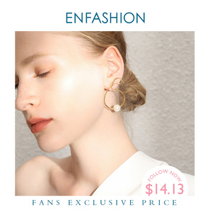 Image 1 - ENFASHION מתכת תיק צורת פרל Drop עגילים לנשים זהב צבע פשוט Curve להתנדנד עגילי תכשיטים Oorbellen E191128