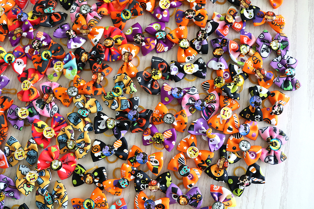 100 300 500pcs Halloween Dog hair bows Skull Pet Hair Accessories Dog bows Pet Products Cuet Holiday Grooming bows for Dogs in Dog Accessories from Home Garden