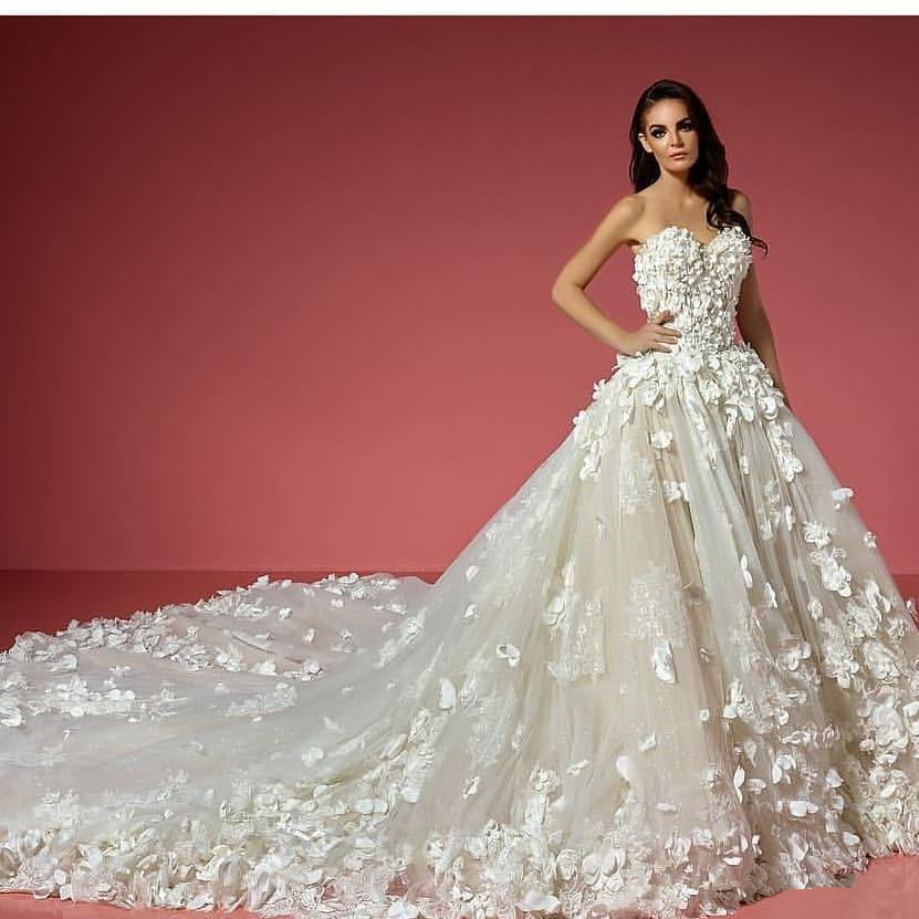 White Ivory 3D Floral Appliqued Lace Wedding Dresse Boho Country Style Sweetheart Court Train Bridal Gowns Robes De Mariée