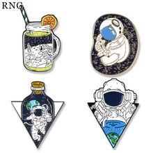 RNG extraterrestre broche esmaltado de metal botella colección astronauta sueño volando espacio solapa insignia regalo de broche de joyería
