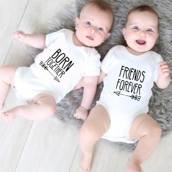 Baby Twins body strój najlepszy przyjaciel urodzony razem przyjaciele na zawsze śliczne Twins body dziecięce bawełna noworodki Twins prezent ubrania tanie i dobre opinie MAIMAIGO COTTON moda HY0317 litera Z okrągłym kołnierzykiem Unisex SHORT Dobrze pasuje do rozmiaru wybierz swój normalny rozmiar