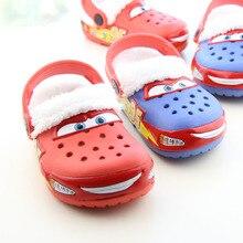 С автомобилем из мультфильма детские деревянные башмаки Обувь на теплом меху Детская домашняя обувь дома отверстие Шлёпанцы светильник шпильки сандалии на плоской подошве эва детская обувь