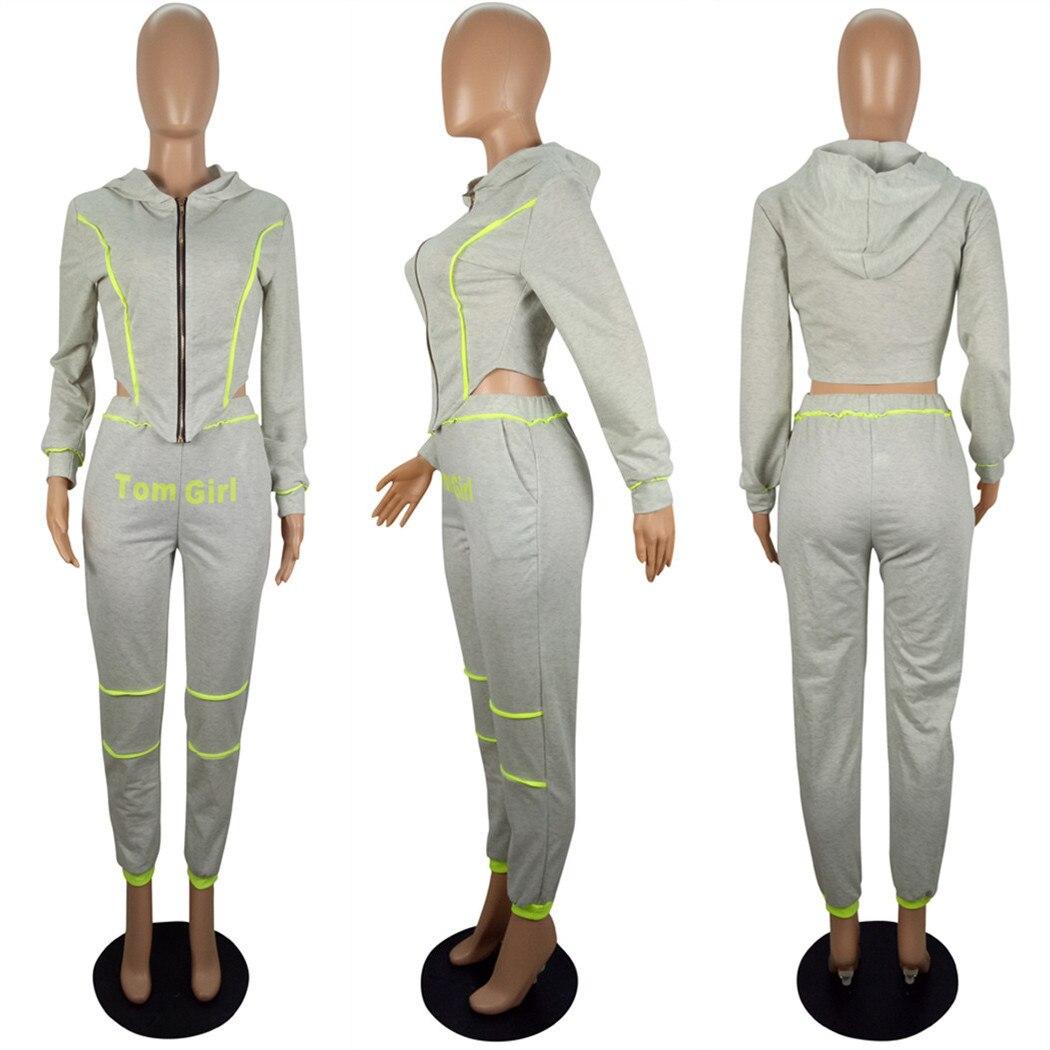 Женский спортивный костюм с капюшоном и брюками карандаш на