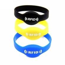 Купить с кэшбэком 125Khz RFID Bracelet EM4100 Silicone Proximity Smart Watch Type Wristband 1Pcs Random Color