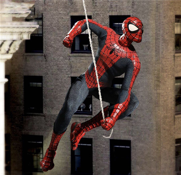 Mezco Marvel Avengers Spiderman Home Coming Spider Man One:12 action figure