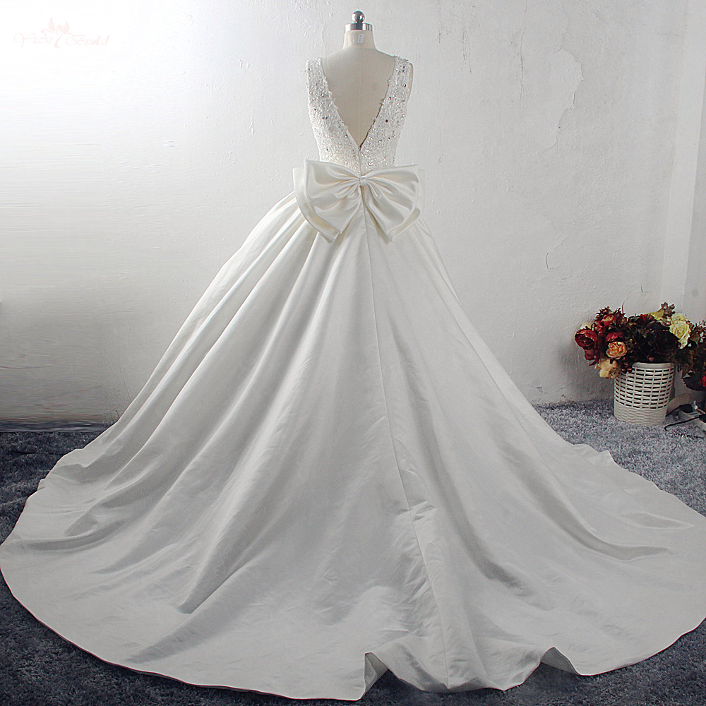 Image 2 - RSW1533 Princess Ball Gown Wedding Dresses 2019 Big Bow Back V Neck Applique Chapel Train Satin Vintage Bridal GownWedding Dresses   -