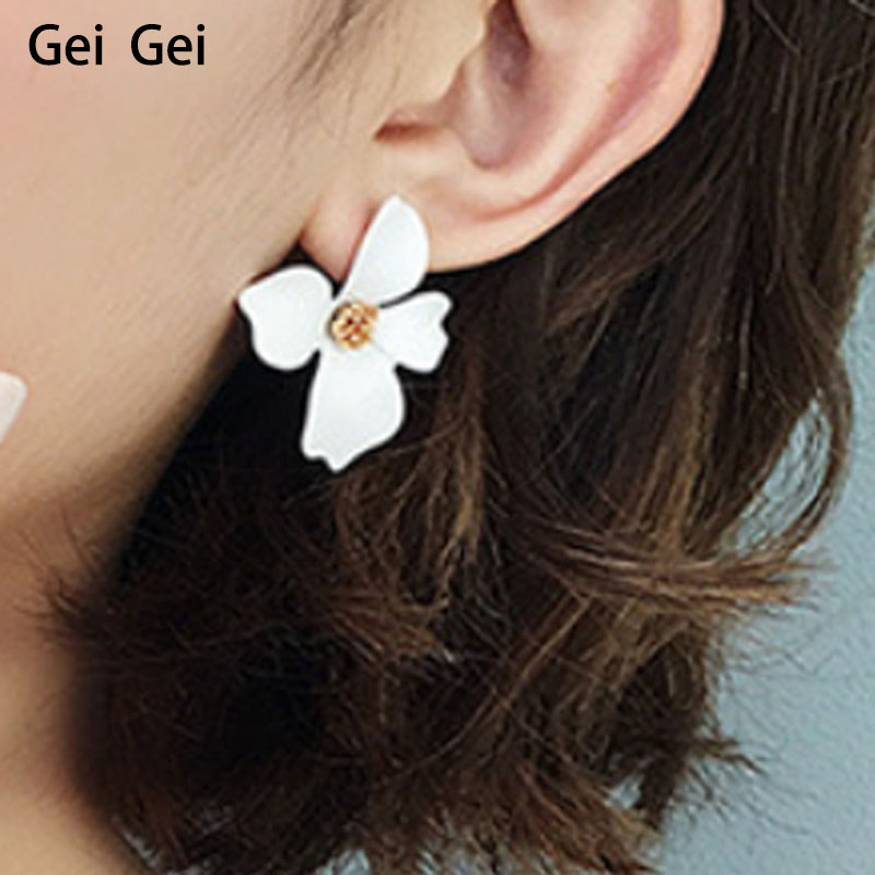 Hollow Imitation Pearl Petal Stud Earring Fashion Cute Flower Jewelry Wedding Banquet Gift