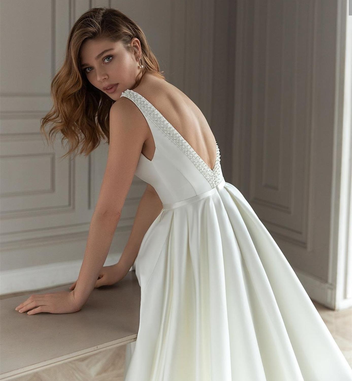 2021 Bridal Backless Vestido Dress Satin Sleeveless Wedding Brides Line Robe Neck Noiva De V Tank A Maire For Gown De Women