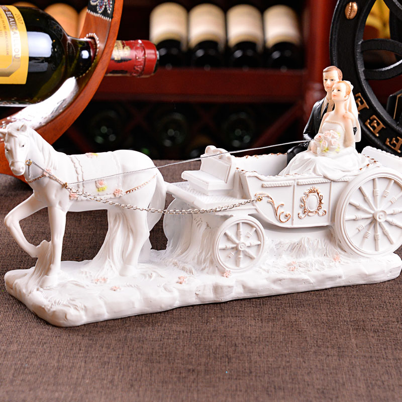 Newly Married Figure Art Sculpture Married Couples Figurines Resin Craft Home Decoration For Living Room Wedding Gift R4818