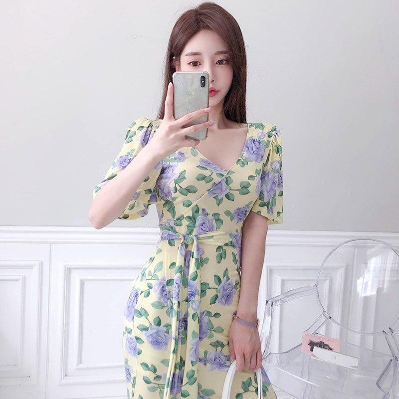 Summer 2020 new Korean version of the temperament V-neck Slim Lace Waist Split Print Dress Women