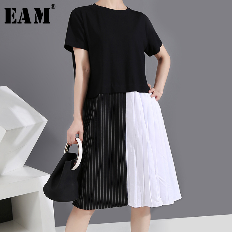 [EAM] Women Black Striped Pleated Split Midi Dress New Round Neck Short Sleeve Loose Fit Fashion Tide Spring Summer 2020 1Y581