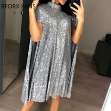 Блестящее платье с воротником-накидкой и блестками
