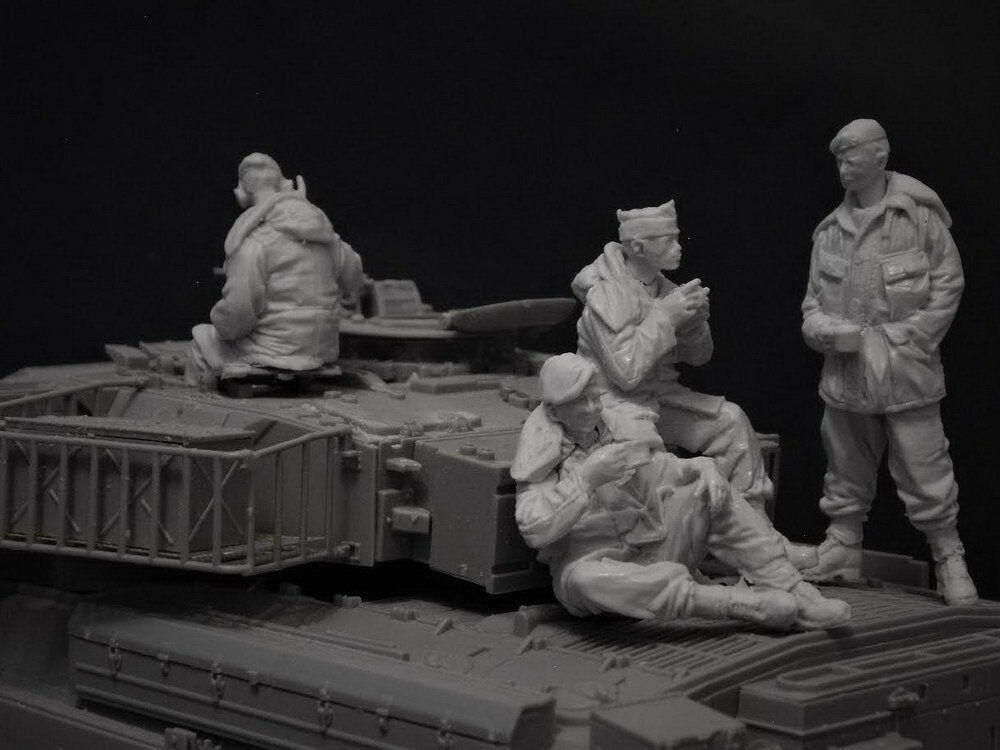 1/35 Ancient Crew Include 4 (NO TANK )  Resin Figure Model Miniature Gk Unassembly Unpainted