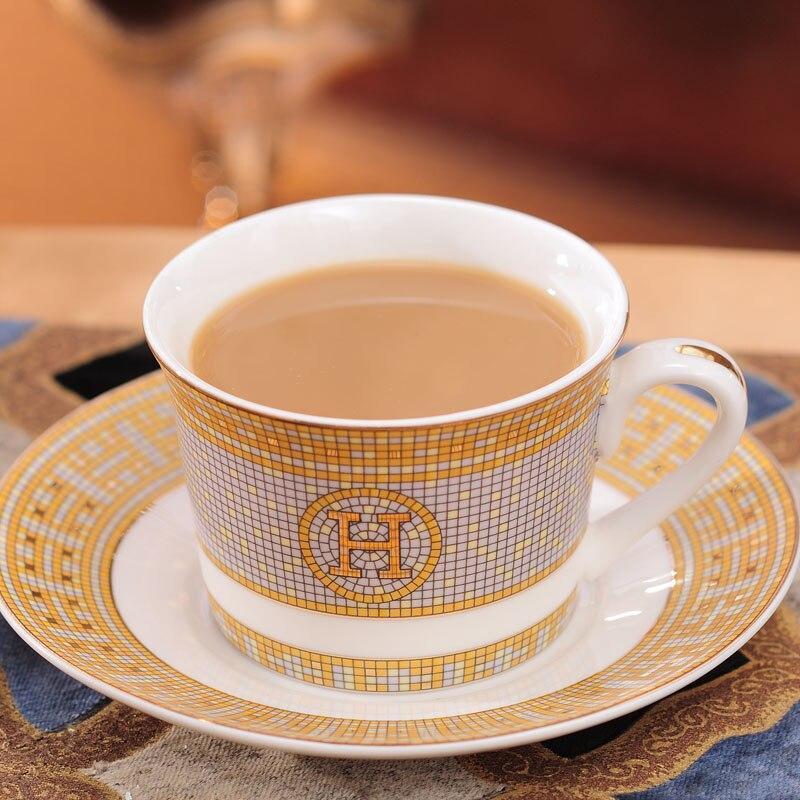 Copo de café do vintage presente para namorado osso china porcelana copos e pires conjunto com colher drinkware