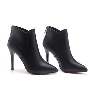 Image 5 - Kırmızı alt ayakkabı yarım çizmeler ince topuklu kadın elbise siyah mikrofiber kırmızı taban sivri burun PU deri ayak bileği Bootie