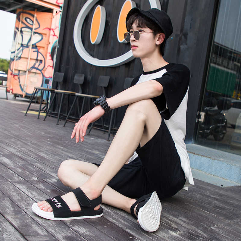 Sandali degli uomini Nuovi Arrivi Pantofole estive Uomini Sandali Da Spiaggia Uomini PVC di casual Sandali Cava Traspirante Uomini Non-slip di Acqua scarpe