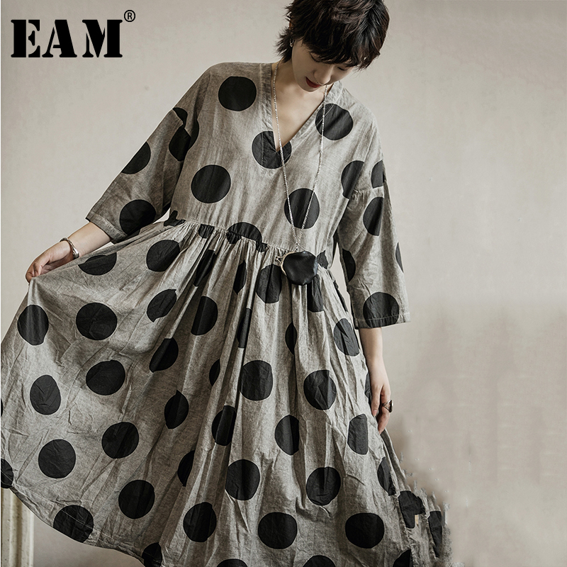 [EAM] Women Black Dot Print Pleated Big Size Dress New V-Neck Three-quarter Sleeve Loose Fit Fashion Spring Autumn 2020 1A112