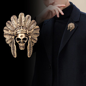 Vintage Skull Mask Brooch Metal Feather Lapel Pin Suit Shirt Corsage Badge Brooches Gifts for Men Fashion Jewelry Accessories