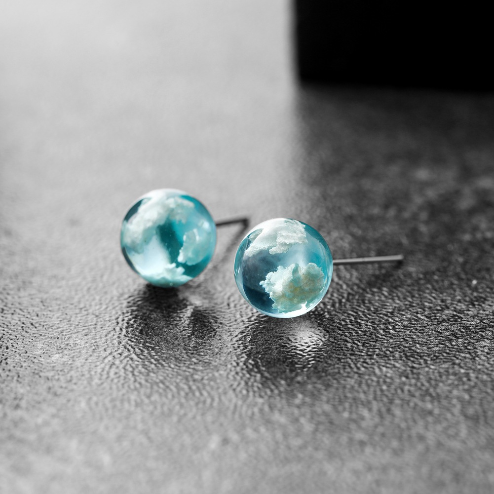 Chic Transparent Resin Rould Ball Moon Earring Stud for Women with Blue Sky White Could Stud Earring Jewelry Wholesale