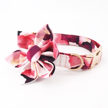 Collier à motif camouflage rose