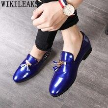 Мужские модельные туфли; сезон весна-осень; повседневные туфли из лакированной кожи; мужские лоферы; Роскошные Брендовые мужские туфли с кисточками и заклепками для свадебной вечеринки