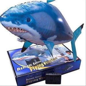 Image 2 - Globo de tiburón a Control remoto para niños, globo de tiburón grande volador, globo inflable de helio, pez payaso, Animal, peces de natación, interacción para niños