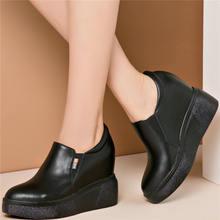 Женские кроссовки из натуральной кожи на танкетке; Ботильоны