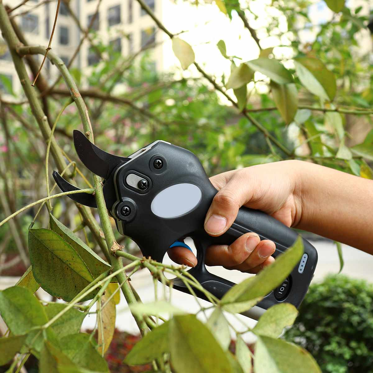 12V Wireless Electric Rechargeable Garden Scissors for Pruning Branches and stems with 4 Li-ion Battery 16