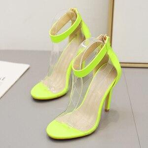 Image 2 - Kcenid 2020 جديد PVC حذاء امرأة أزياء المرأة الصيف الصنادل مثير عالية الكعب امرأة مفتوحة الصنادل سستة الصنادل المريحة الأخضر