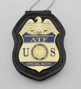 Image 1 - クラシック Atf 司法省特別捜査局のアルコールタバコ銃器や爆発、レプリカムービープロップピンバッジ