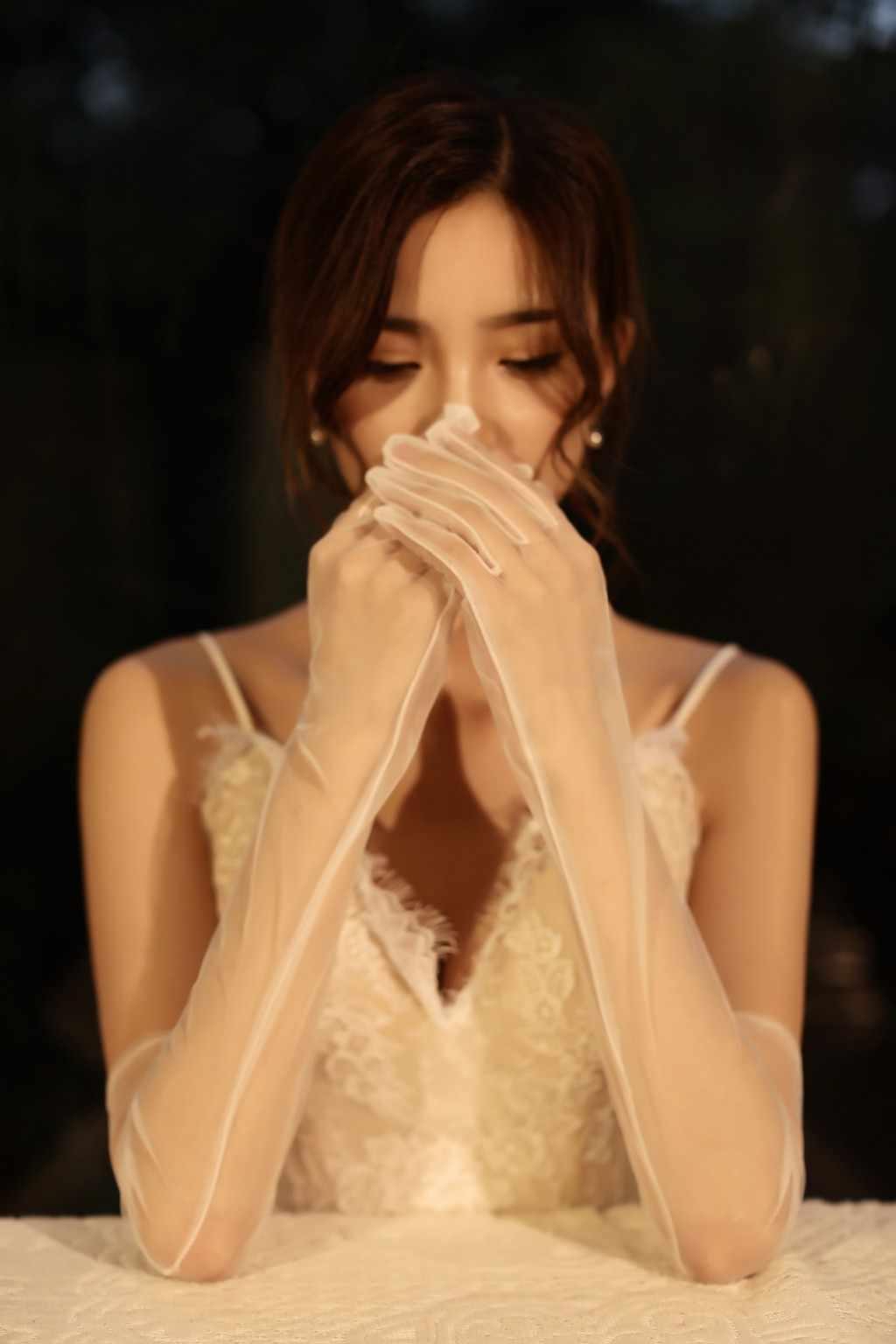 טבע לבן אופרה אורך ארוך כלה כפפות Sheer טול אצבע פורמליות כפפות קלאסי משחק קל כל חתונה שמלת כלה כפפות