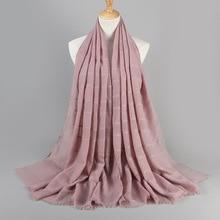Bufanda clásica de algodón de Color sólido para mujer, hiyab, para la cabeza, hueca, informal, musulmana, cálida, bufanda, chal de mujer, invierno, 2020