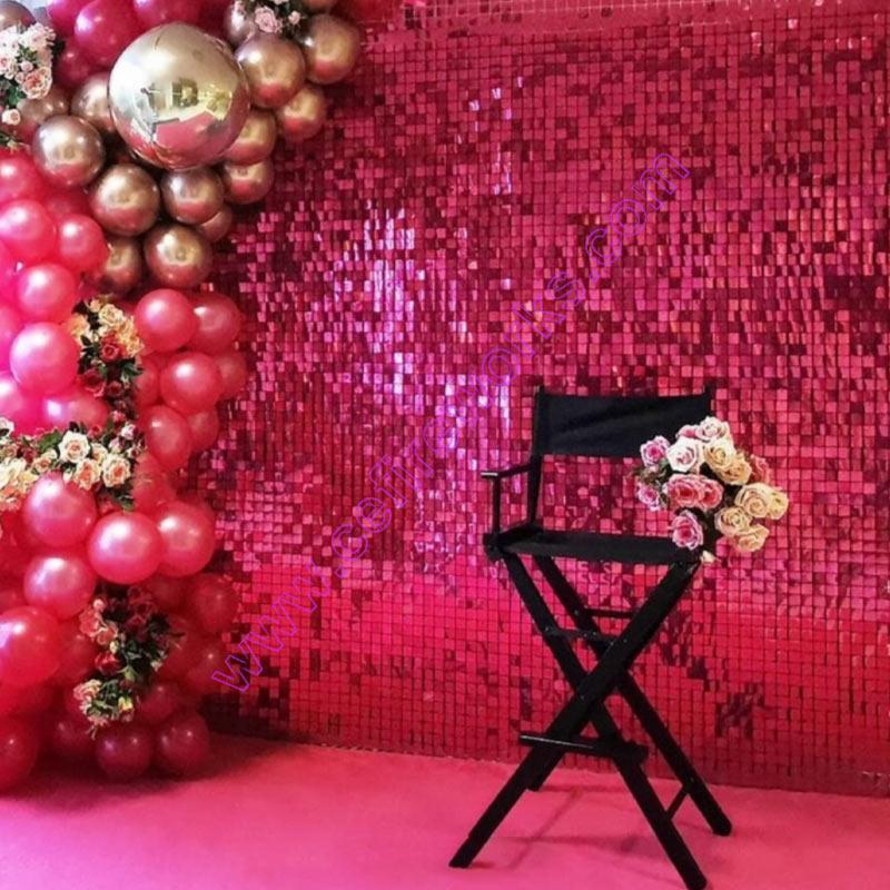 Ярко-розовый 3d рекламные блёстки, панель Свадебные Backdrop Shop на фоне трех окон необходимые вещи Мерцание стены с металлическими украшениями и...