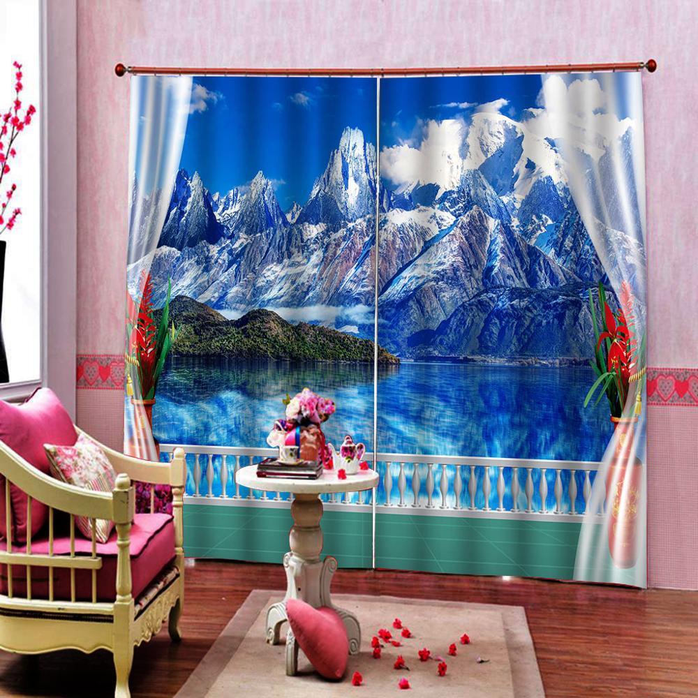 За окном природные пейзажи занавеска для душа красивое голубое небо белый снег горы зеленые деревья холм отражение на озере