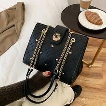 Женская квадратная сумка тоут черная мессенджер с заклепками