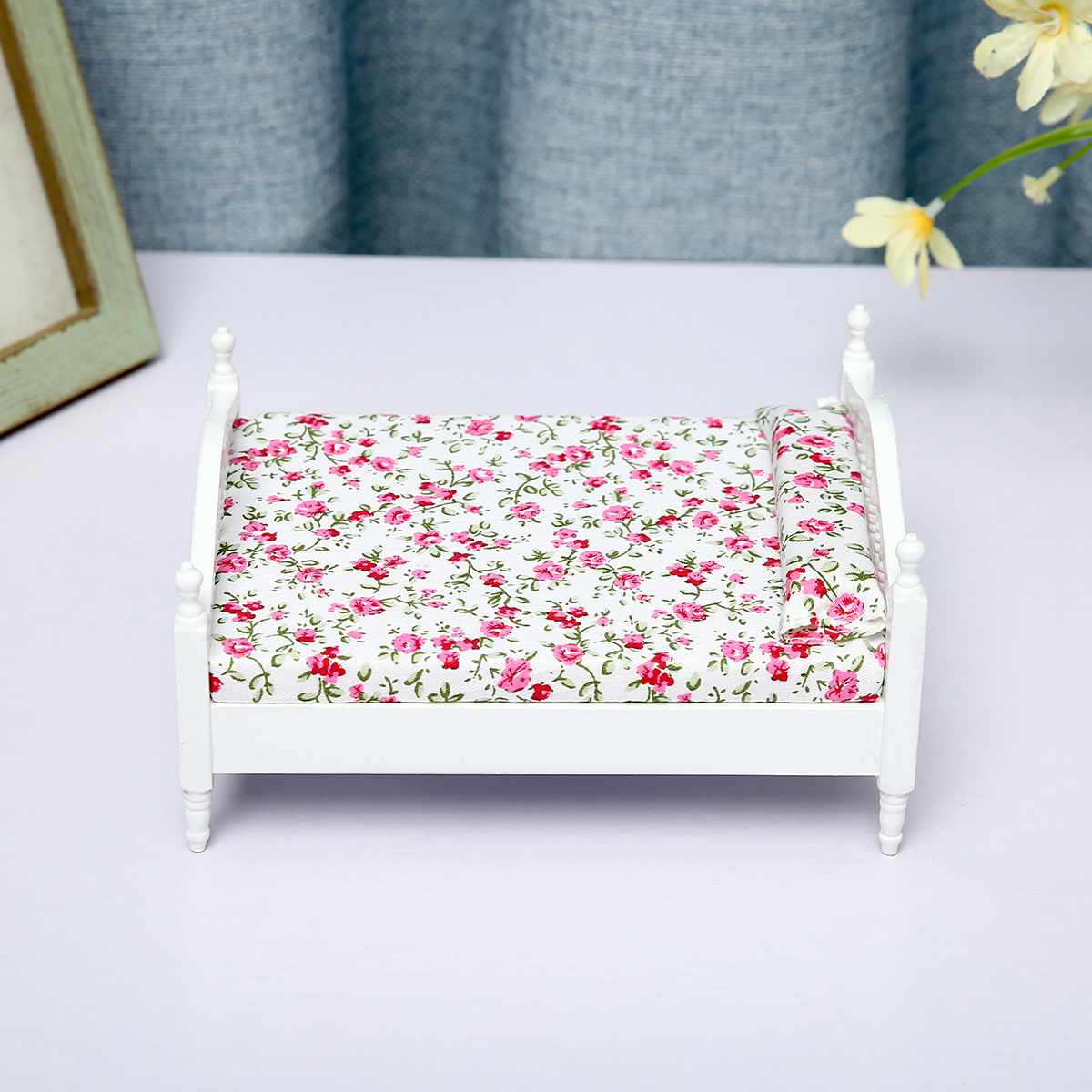 1:12 Handicraft Mini Bed With Pillow For Girls Dolls Dollhouse Bedroom Furniture Pink Color Toy For Children Doll Pretend Play