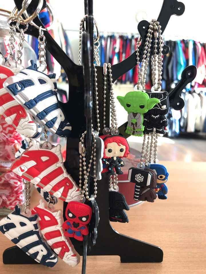 1Pcs Gantungan Kunci Anime Superhero Gantungan Kunci Gantungan Kunci Fashion Pernak-pernik Hadiah Ulang Tahun untuk Anak-anak Orang Dewasa