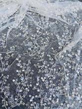 最新のウェディングドレスの生地スパンコールビーズ白花刺繍のレース生地ホワイト 3Dレースフランスのメッシュアフリカレース 5 ヤード