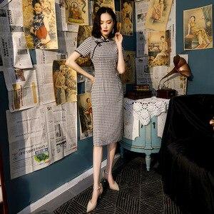 Image 1 - Zwart Wit Plaid Chinese Qipao Jurk Katoen Knie Lengte Cheongsam China College Stijl Kostuum Jurken Vrouwen Vintage Qipao