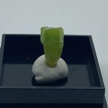 Natural pyromorphite mineral pedras e cristais coleção pedras preciosas quartzo do tamanho da caixa da china 2.7 cm s1 #