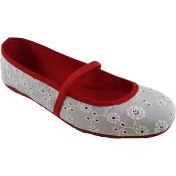 Mercedita Duffel Ideal For Wear Fresh And Modern.