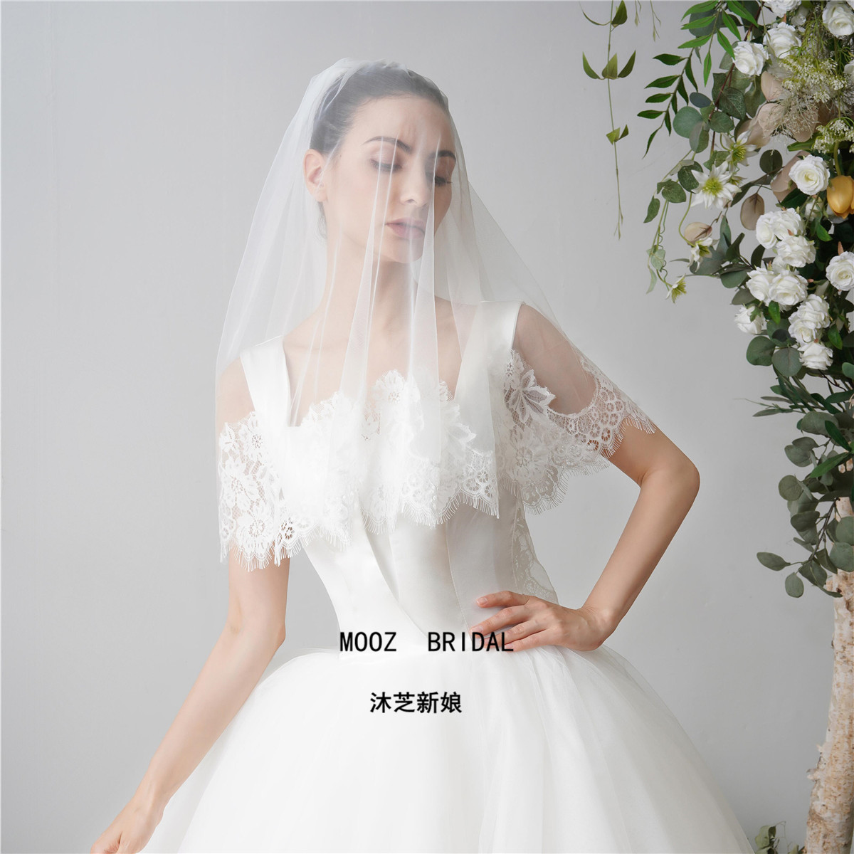 In Stock Wedding Accesories Metal Comb Soft Tulle Lace Amazing Quality Abseolstely Beautiful Detai Edge Short Bridal Veils