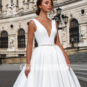 Image 4 - Zarif v yaka saten düğün elbisesi Swanskirt F101 kristal kemer Backless A Line mahkemesi tren prenses gelin kıyafeti Vestido de novia